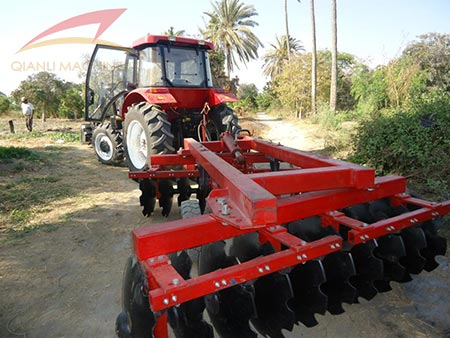 QLN tractor with disc harrow